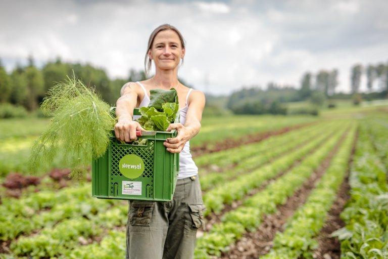 Grossansicht in neuem Fenster: Katerina Pohlova ist Mitbegründerin der Biotop Oberland e.G.