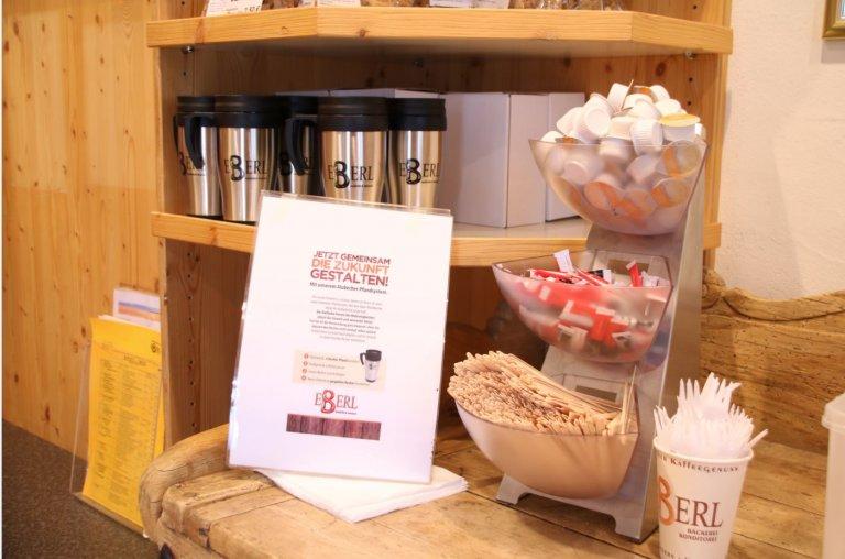 Grossansicht in neuem Fenster: Auch mit wenigen Mitteln lässt sich viel für den Umweltschutz tun: Das Pfandsystem für Kaffeebecher vermeidet Papiermüll.